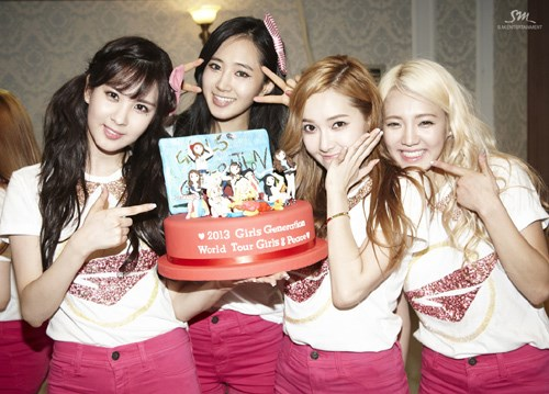[090613] Taeyeon, Sunny, Tiffany, and Hyoyeon (SNSD) New ...  [090613] Taeyeo...
