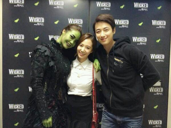 [140403] Yuri (SNSD) New Selca with Lee Jeehoon and Ock Joohyun