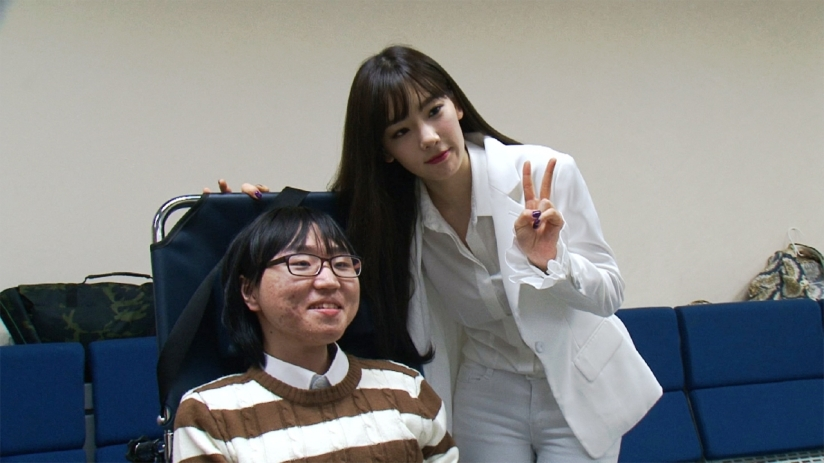 [140408] Taeyeon (SNSD) New Selca with Fans for The World's Most Beautiful Trip