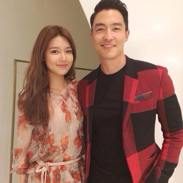 [140410] Sooyoung (SNSD) New Selca with Daniel Henny