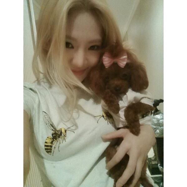 [140414] Hyoyeon (SNSD) New Selca with Vivian [2]