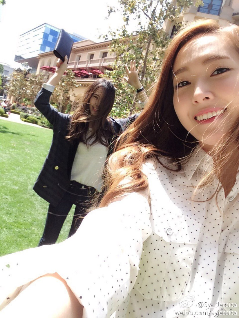 [140414] Jessica (SNSD) New Selca with Krystal (F(x)) [2]