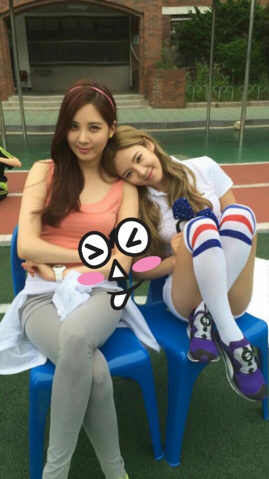 [140608] Seohyun (SNSD) New Selca with Hyoyeon