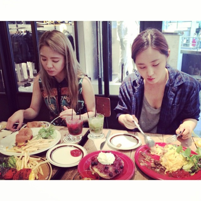 [140709] Hyoyeon (SNSD) New Selca with Yuri