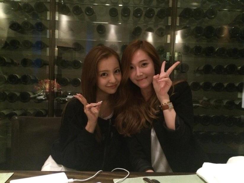 [140711] Jessica (SNSD) New Selca With Tomomi Itano via Tomomi Itano's Twitter [2]