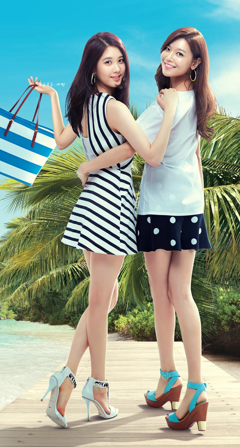 [140718] Sooyoung & Seohyun (SNSD) New Picture for Lotte Department Store (Scan) by SeoJeong's Weibo