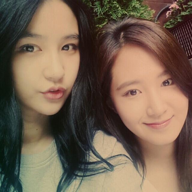 [140801] Yuri (SNSD) New Selca with Vivian via viviancha1105's instagram